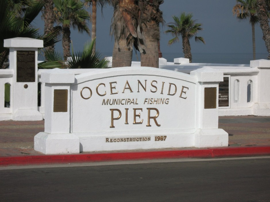 Oceanside_Pier_entrance2_2008