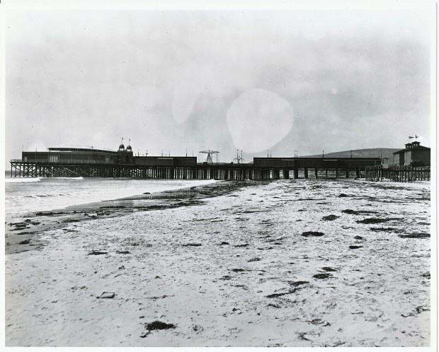 Crystal pier pacific beach san diego for Jones beach fishing pier
