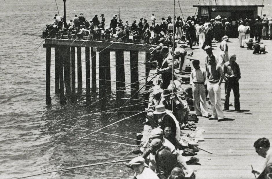 Newport_Pier_1945_1b