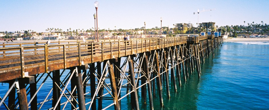 Oceanside.Pier_2006_Pier.from.end