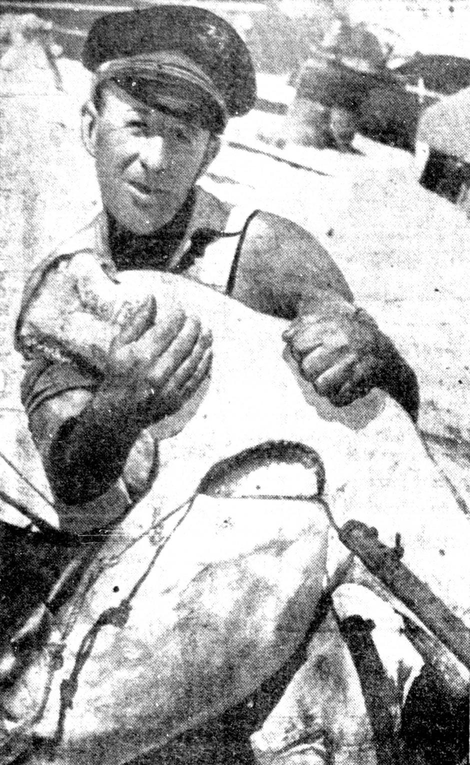 1940.9.18_Dory_Shark
